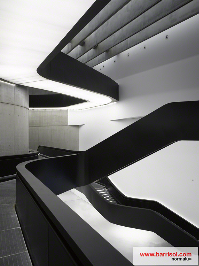 Pictures exceptional project maxxi museum italie barrisol for Bandeau lumineux plafond